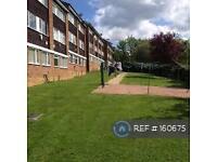 3 bedroom flat in Ashdown Drive, Borehamwood, WD6 (3 bed)