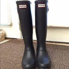 Size 7 Black matte hunter boots