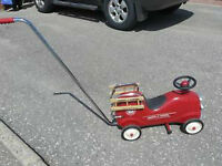 RIDE ON TOY - RADIO FLYER FIRE ENGINE NO 9