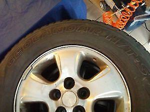 4x pneus P235/70R16 monté sur mag (500$ pour l'ensemble)