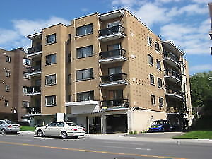 Near Metro Snowdon in Queen Mary nice 3 1/2, 4 1/2 for rent