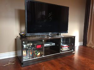 Quality TV stand - MUST SEE