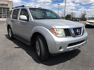 Nissan Pathfinder LE SUV low KM For Quick Sale 2nd OWNER**