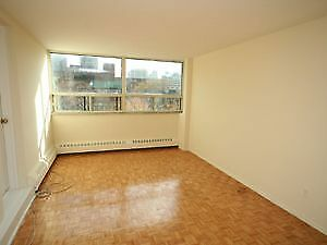SHORT TERM LEASE BEDROOM IN APARTMENT IN DOWNTOWN TORONTO