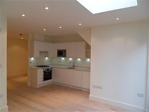 MODERN 3 BED WITH BALCONY - BRIXTON - ONLY £510 PER WEEK!!