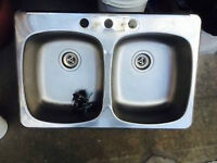 Double sink in good condition
