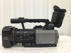 Panasonic AGDVX100B Professional 3ccd MiniDV Camcorders Kitchener / Waterloo Kitchener Area image 1