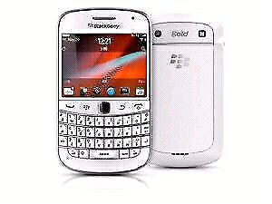 Like new in white unlocked blackerry bold 9900