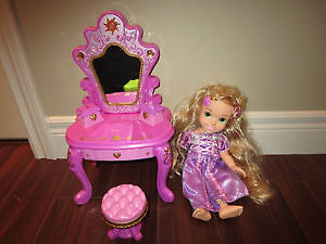 Disney Princess Toddler Rapunzel with Enchanted Vanity