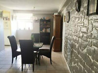 2 bedroom 1.5 bathroom clean apartment available for rent