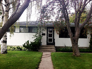 Full house for rent in West Park! Beautiful yard, GARAGE!