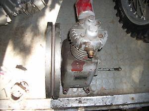 compresseur en fonte seulement avec base a l'huile ,