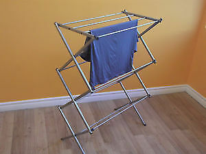 """"""" NEAT FREAK"""" COMPACT CLOTHES DRYING RACKS - AS NEW"""