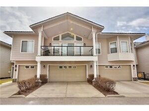 Super 4Bdrm Townhouse In Rockey Ridge N.W.