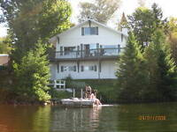 Beautiful lakefront cottage in Laurentides
