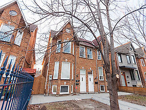 Spacious 3 Bedroom Renovated Unit QUEEN/SHAW ST-1200+ SQ FT