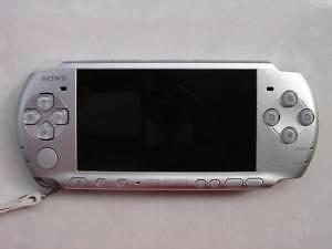 *****SONY PLAYSTATION PSP3001 ARGENT A VENDRE / SILVER SONY PSP 3001 FOR SALE*****