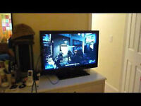 32' INCH LED RCA FLAT SCREEN TV WITH BUILT-IN DVD PLAYER