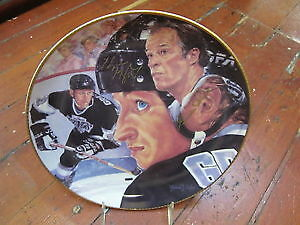 Gretzky Howe Autographed by both Collector Plate Authenticated.