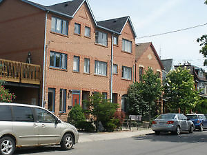 Bright Modern DOWNTOWN TOWNHOUSE avail May 1