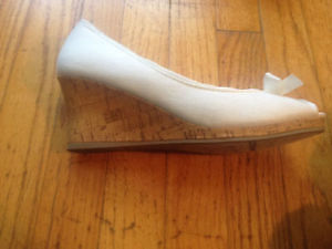 Lady shoes brand new for 10$ St. John's Newfoundland image 2