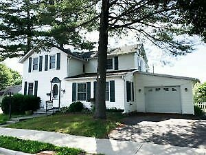 Beautiful Three Bedroom Home In Gananoque - Minutes to Water