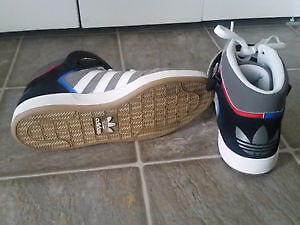 NEW ADIDAS HIGH TOP SHOES SIZE10