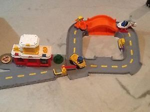 Little People Airport & 6 Accessories!!