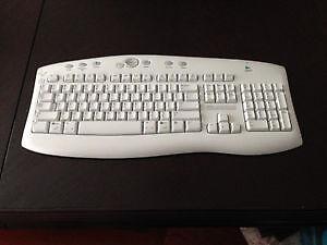 Logitech wireless keyboard - white