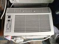 8000 btu window air conditioner/air climatiseur