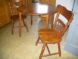 Wood Dining Room Table with leaf and 4 Chairs & Matching Hutch