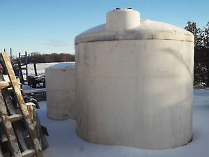 VERTICAL POLY STORAGE TANK