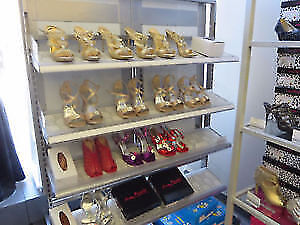 Shoe display/ shelving unit with removable mirror