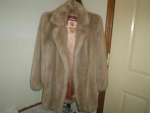 chic faux fur coat Oakville / Halton Region Toronto (GTA) image 1