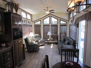 New lakefront cottage 50 min from wpg