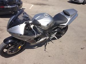 Yamaha YZF-R6 Grey ONLY 22.000 kms.
