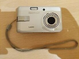 Samsung L Series L600 Compact Digital Camera and 1Gb Memory Card