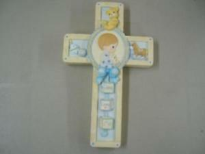 PRECIOUS MOMENTS BOY WALL CROSS