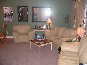 Room for Rent in Lawson Heights Home