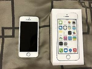 Unlocked iPhone 5S Silver, 16 GB like new in box,