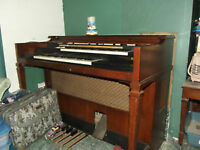 hi im selling an organ with bench rearly used