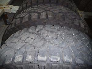 4 pneus d'été LT245/70/17 Goodyear Duratrac