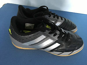 Soccer shoes size 2 for indoor activiy