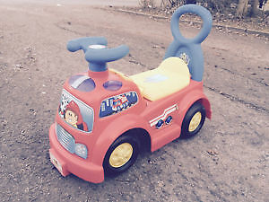 Kid's push toy Little Moose Montain.. Like new..seat lifts up..