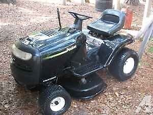 "Poulan Lawn Tractor 16.5HP 42"" Cutting Deck 6-Speed"