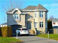 BEAUTIFUL HOUSE BROSSARD ****** WATER VIEW**** GREAT INVESTMENT
