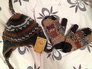 Kids woolen winter hat and mits NEW with tags size 4-6y