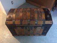 Très beau coffre ancien