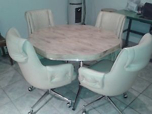 WOWWWW beautiful kitchen table and 4 leather chairs