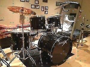 Drum complet avec 3 cymbales stands baguettes
